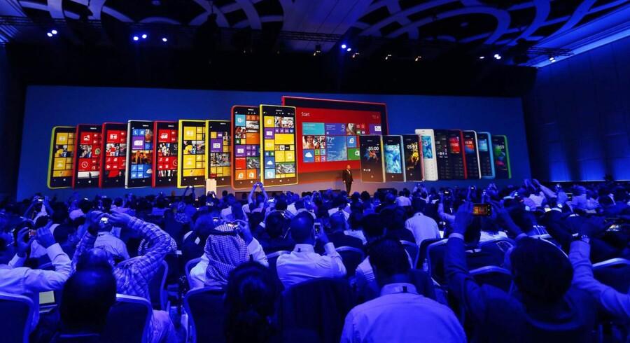 Nokia er bedst kendt for deres mobiltelefoner, som i fremtiden bliver overtaget af Microsoft. I fremtiden skal Nokia satse på deres netværksdivision.