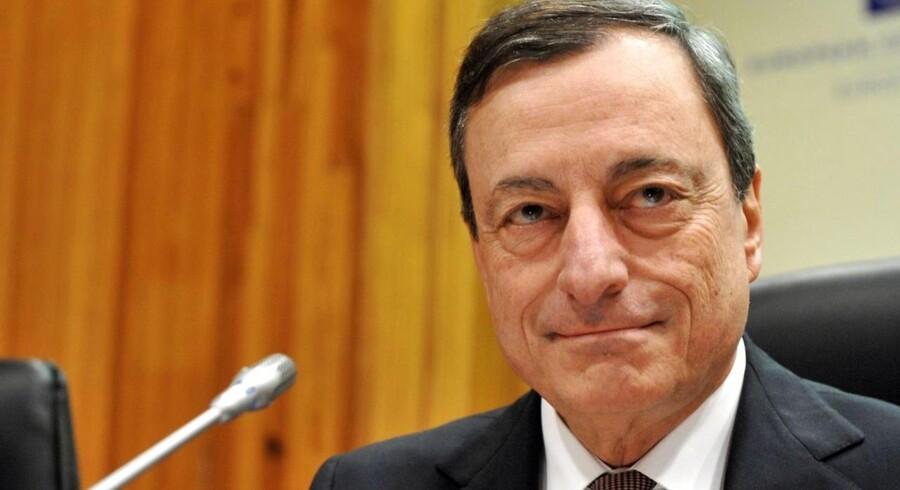 Centralbankchef Mario Draghi begynder et massivt opkøb af europæiske statsobligationer mandag.