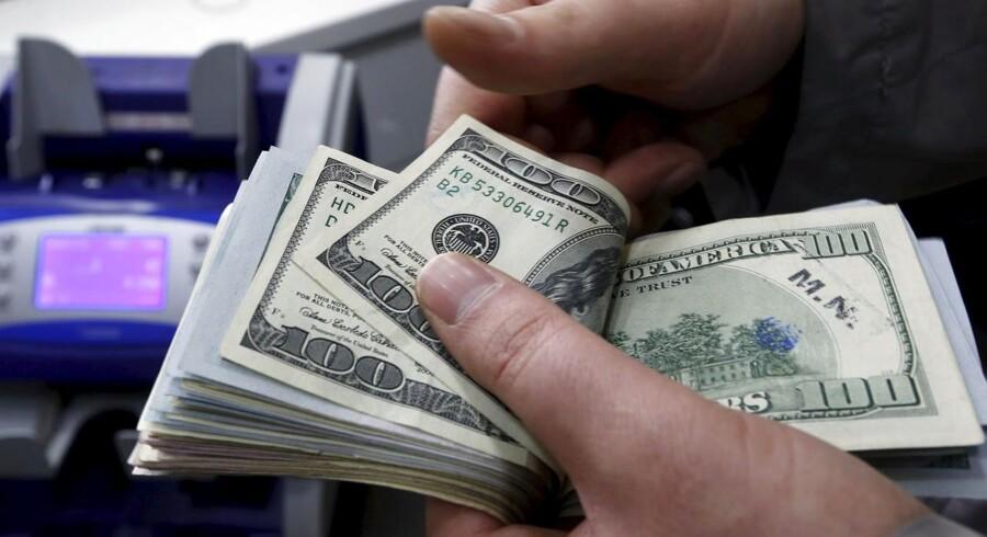 Dollar fortsætter fremmarchen onsdag eftermiddag, hvor den amerikanske valuta handles i det stærkeste niveau i omkring en måned.