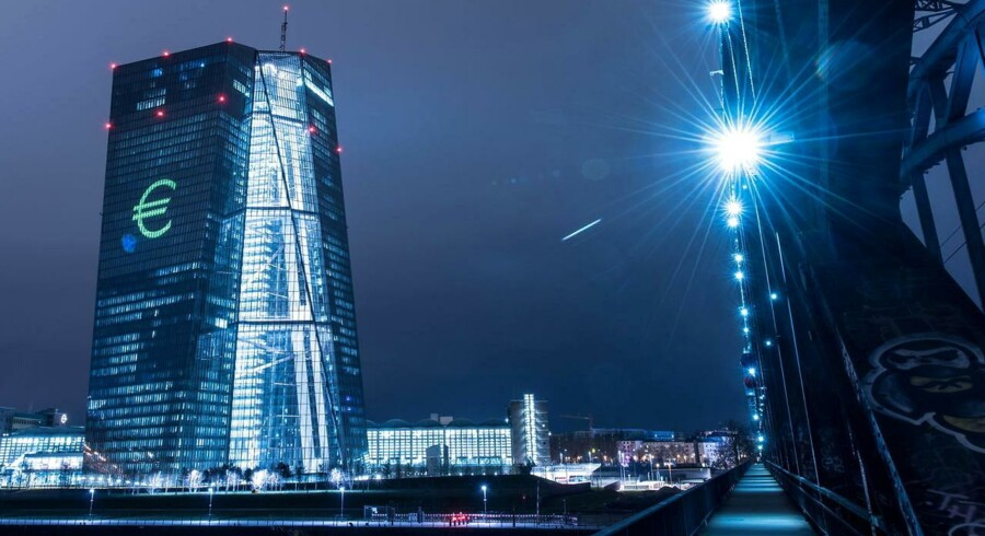 De europæiske forbrugerpriser faldt med 0,2 pct. i februar sammenlignet med samme måned sidste år. Det viser en endelig opgørelse over udviklingen i sidste måned, som EU's statistikkontor, Eurostat, torsdag har offentliggjort.