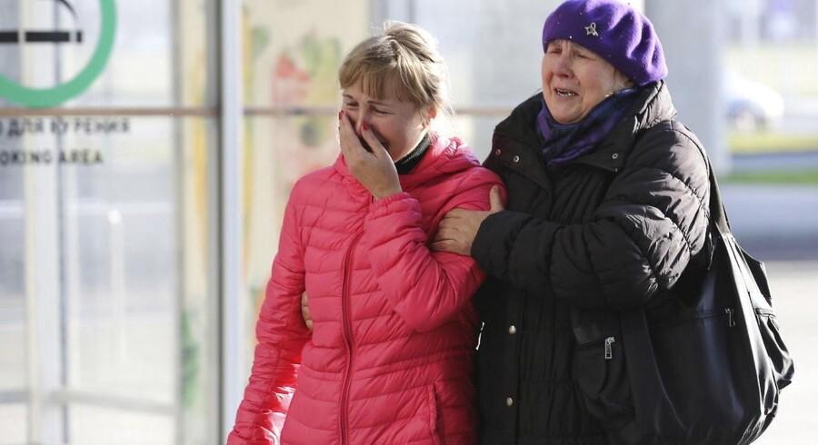 Pårørende i St. Petersborgs lufthavn.