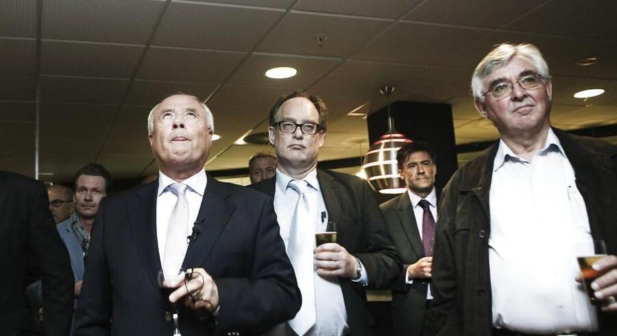 Jørgen Glistrup, i midten af billedet, vil frifindes for anklagerne om kursmanipulation.