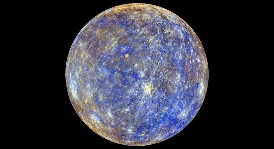 NASA-billede af Merkur. Planeten har ikke disse farver, der repræsenterer diverse ressourcer og overfladeændriger på planeten.