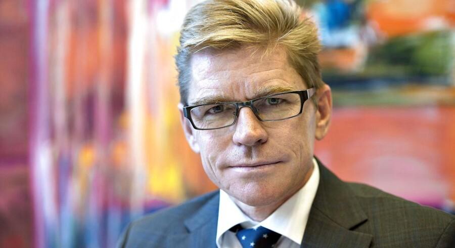 Ifølge direktør i Ringkjøbing Landbobank, John Fisker, gør det øjeblikkelige lavrentemiljø, at banken fortsat kommer til at tjene mindre.