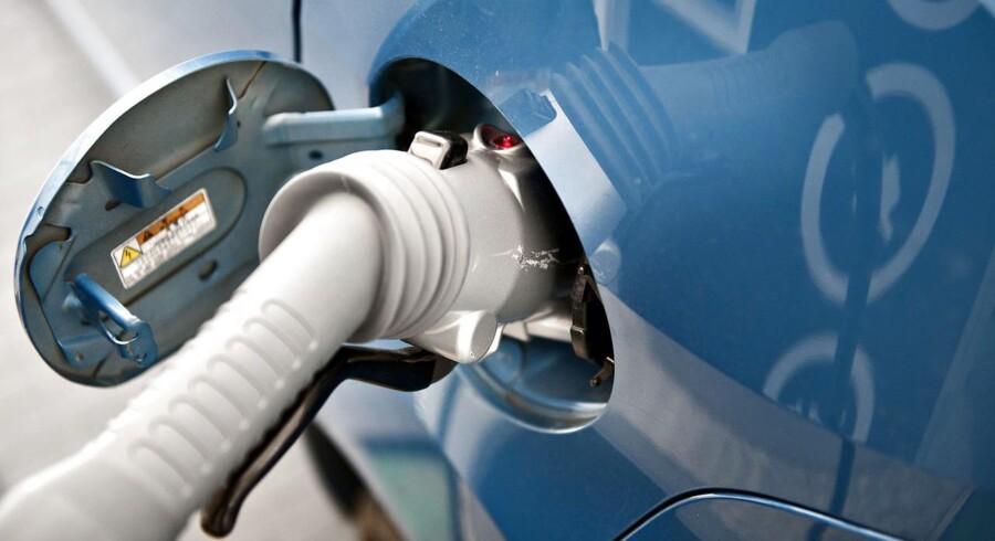 Der er kommet 1.265 nye elbiler ud på de danske veje i det første halve år af 2015, og det er en stigning på 110 procent i forhold til elbilsalget i samme periode sidste år. Det viser tal fra Dansk Elbil Alliance.