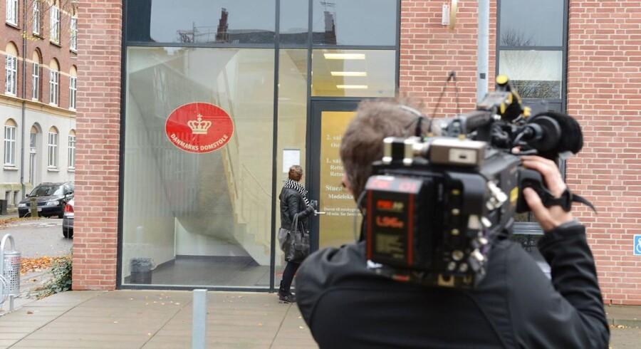 ARKIVFOTO 2014 af pressefolk ved retsbygningen i Odense- - Se RB 19/11 2014 14.01. Retten i Odense idømmer fynsk sexkrænker forvaring for blandt andet overgreb på to småpiger, som han samlede op i sin røde bil. (Foto: Sonny Munk Carlsen/Scanpix 2014)