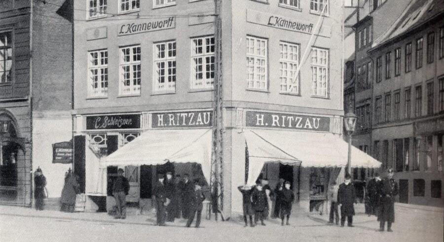 Det historiske hus på Kongens Nytorv mellem Bredgade til venstre og Store Strandstræde til højre. Foto fra omkring 1915, Før og Nu, 2. årg.