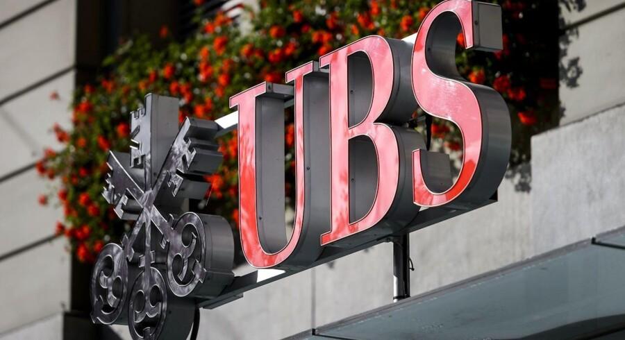 Den schweiziske avis Sonntagszeitung havde allerede søndag rapporteret om et stærkt UBS-resultat på omkring 1,5 mia. schweizerfranc.