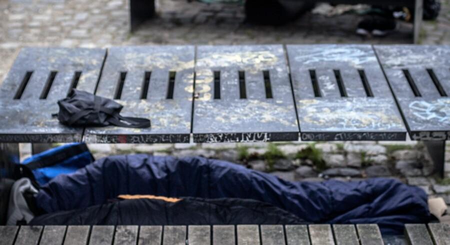Udenlandske hjemløse må ikke bo på offentlige herberger, så de må overnatte i det fri, som her i Folkets Park på Nørrebro i København. Foto: Simon Skipper