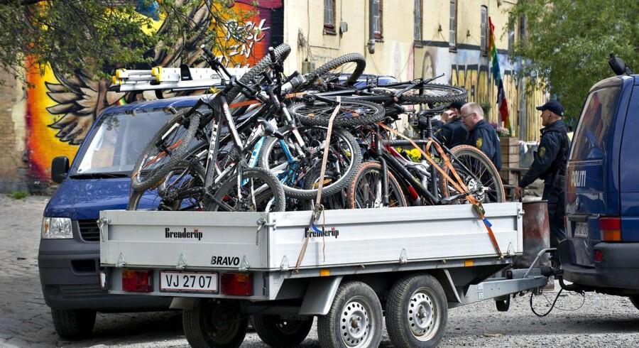 ARKIVFOTO. Politiet samler cykler ind.