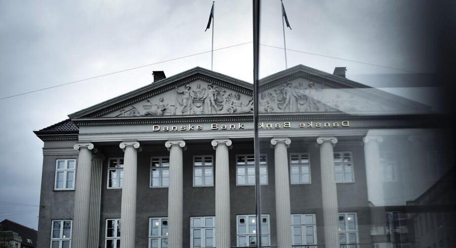 De mørke imageskyer over Danske Bank er ikke forsvundet. Kundetilfredsheden ser fortsat skidt ud for landets største pengeinstitut.