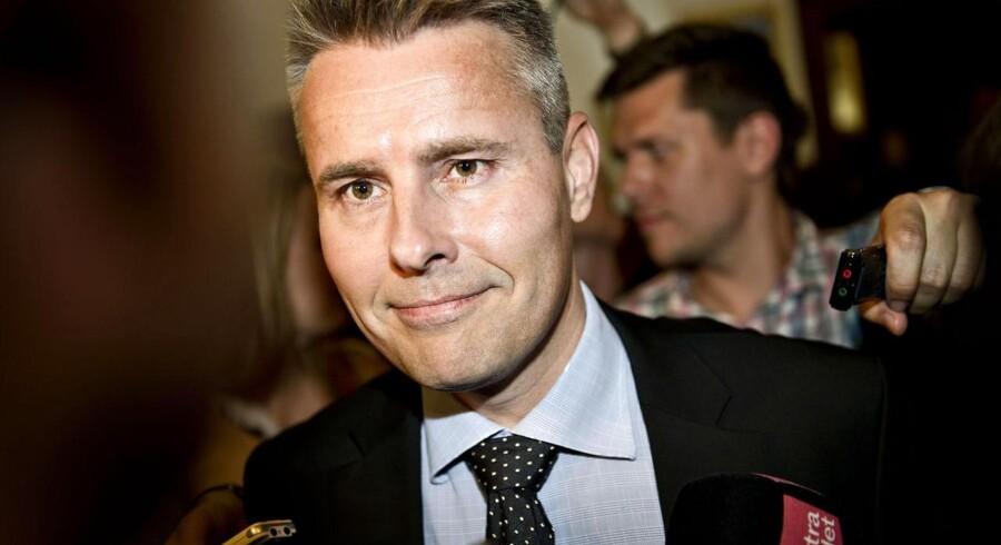 Henrik Sass Larsen er på vej med sin beslutning om, hvor meget kapital bankerne skal gemme til dårlige tider.
