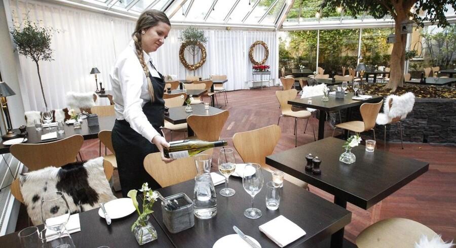 Der dækkes op til flere fæster i hotel- og restaurationsbranchen - den sektor, som siden finanskrisen også har fået flest nye hænder til at klare opgaven.