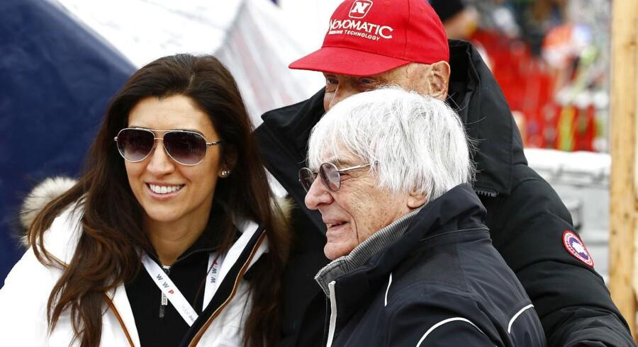 Formel 1-boss Bernie Ecclestone med sin hustru nr. tre, Fabiana Flosi, til alpint styrtløb i Kitzbühl i januar i år. Her i selskab med tidligere Formel 1-verdensmester Niki Lauda. Foto: Leonhard Föger / Reuters.