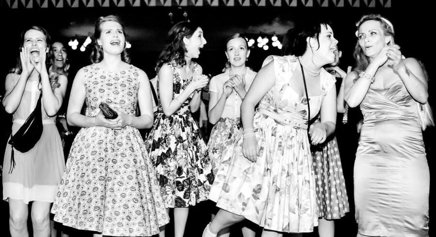 Spillestedet Vega havde lørdag aften skruet tiden tilbage til 1950'ernes Las Vegas. Se billederne fra festen, hvor folk fejrede den tid, hvor ungdommen blev farlig og dansede i enten læderjakker eller svingende strutskørter.