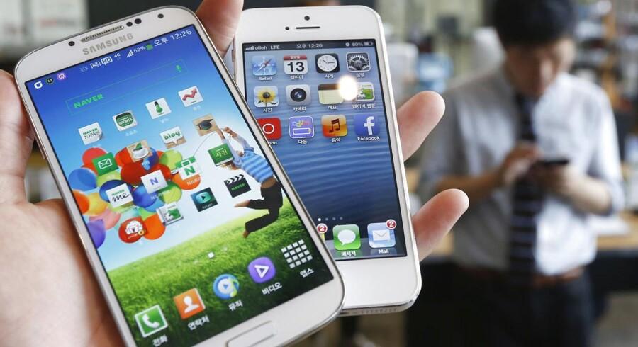 Apple er under mistanke for at stille skrappe og måske ulovlige krav til forhandlerne - som dog har fået langt større konkurrence på markedet for smartphones de senere år.
