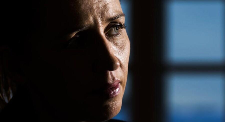 Når næste valg rykker nærmere, risikerer Mette Frederiksen, at hendes politiske projekt vil se utroværdigt ud, hvis ikke hun har en alliance bag sig. Skulle hun ende med at erobre Statsministeriet, vil der være udsigt til utallige konflikter med støttepartierne.