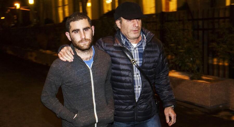 Charlie Shrem (tv) forlader her retten i hjertet af Manhattan, dagen efter han blev anholdt i lufthavnen JohnF. Kennedy i New York.