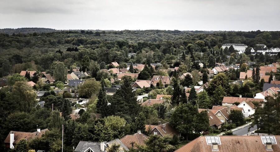Udsigt fra Grønnevej højhusene i Lyngby Sorgenfri over beboelseskvarter med villaer og parcelhuse. (Foto: Thomas Lekfeldt/Scanpix 2014)