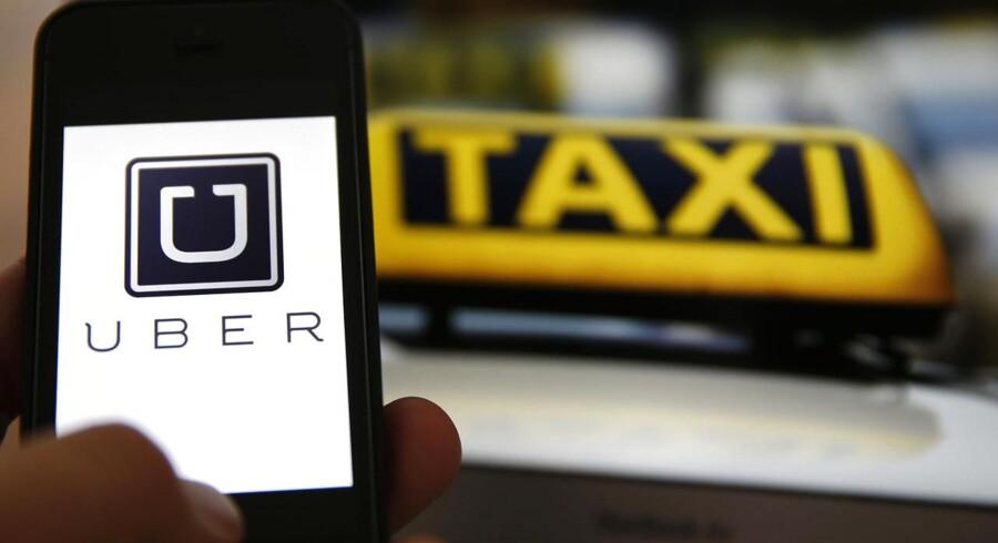 Københavns Politi har indledt de tre første sager mod personer, der transporterer andre via mobilappen Uber.