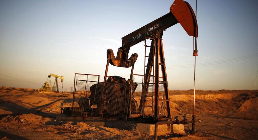 Saudi-Arabien satte tirsdag olieprisen ned på den olie, som landet sælger til Europa. Det sker muligvis som led i landets verserende konflikt med Iran.