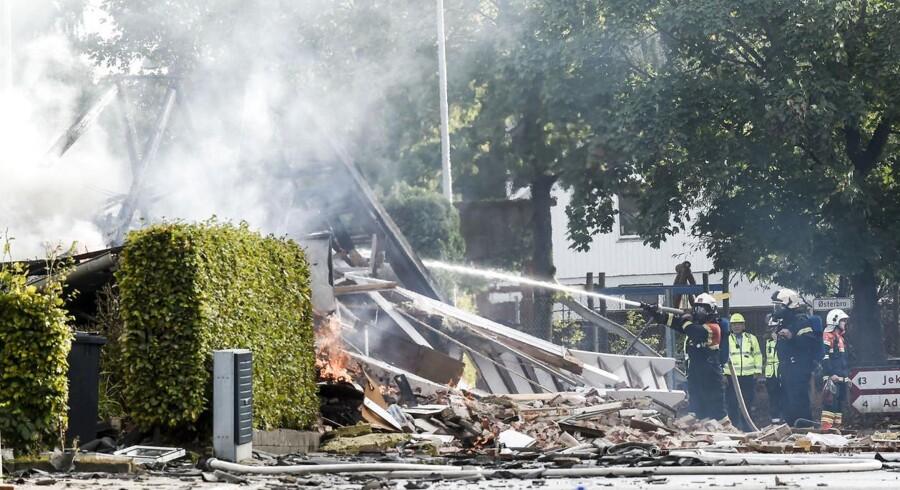 Brandfolk arbejder ved et hus i byen Stjær ved Galten som torsdag d. 29 september 2016 blev ramt af en gaseksplosion.