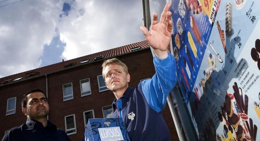 Hjem-is vil have andet end is med rundt til danskerne. Selskabet er klar til at tage kampen op med butikkerne om frostvarer som kød, pølser og ærter.