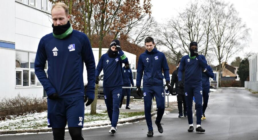 Fodboldspillerne Mikkel Rygaard (10), Jesper Christjansen (7), Mathias Tauber (4) og Kevin Tshiembe (18) ankommer til træning onsdag 7. februar 2018.