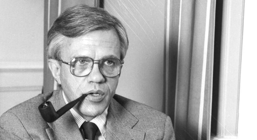 »Nogen fremstiller det, som om vi kører på kanten af afgrunden. Det gør vi ikke, men vi har kurs imod den, og vi kan se den«. Sådan sagde den daværende finansminister Knud Heinesen (S) i 1979, hvor også dette billede erfra. Men faktisk er den danske statsgæld i dag større end på daværende tidspunkt. Gælden udgjorde dengang 25 procent af BNP, mens den i dag er på knap 30 procent af BNP.