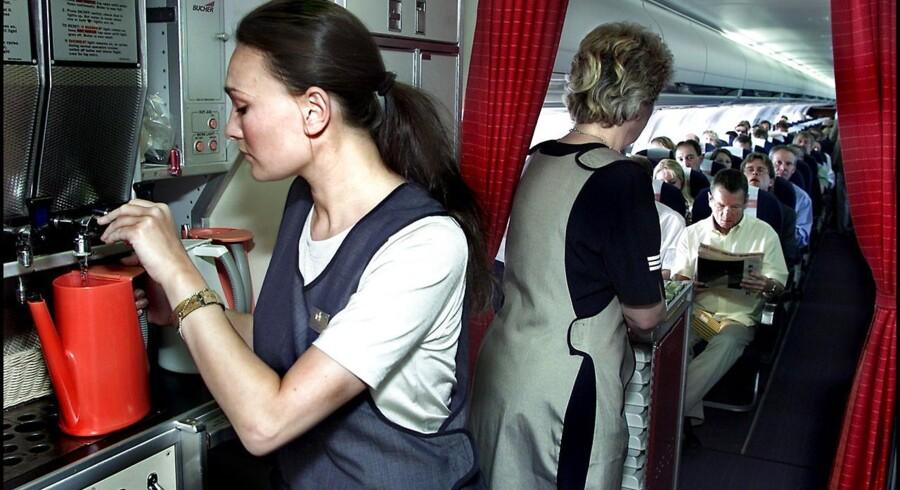 Det er ved at være sidste chance, hvis politikerne vil sikre arbejdspladser på danske vilkår i luftfarten. Sådan lyder meldingen fra SAS efter Finnair har besluttet at outsource sit kabinepersonale til OSM Aviation, der udelukkende vil ansætte personale på asiatiske vilkår.