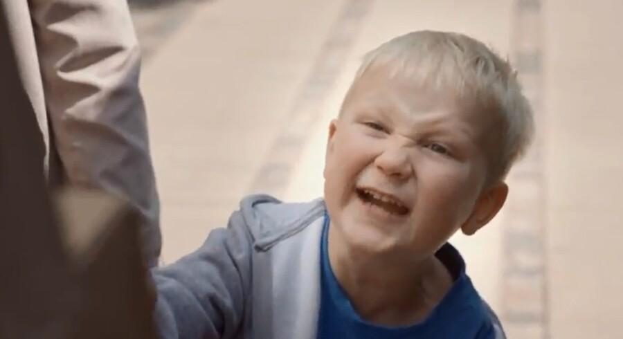 Her et stillbillede fra Call me-reklamefilmen.