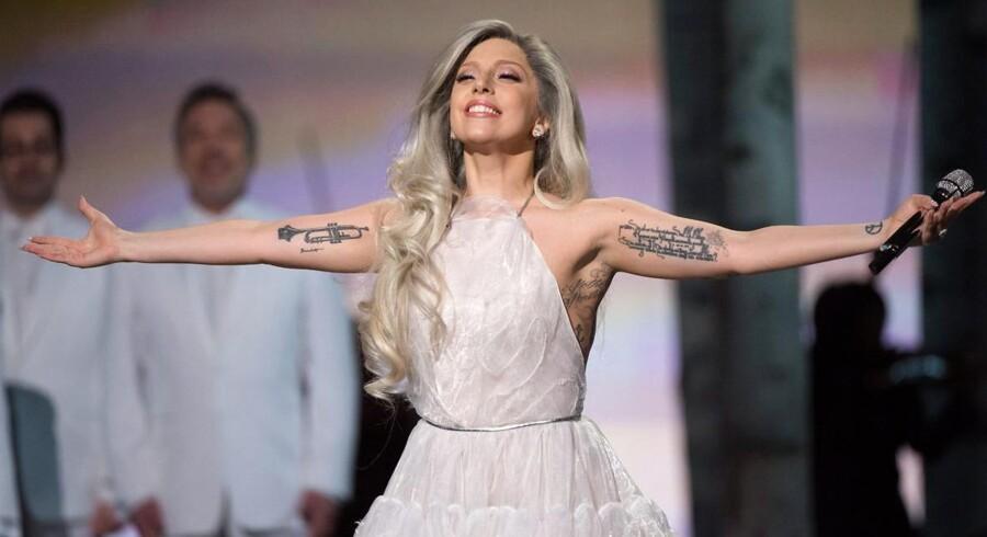 Lady Gaga ved årets Oscar-uddeling som Maria fra Sound of Music - nu med tatoer