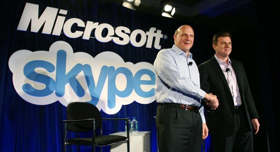 Topcheferne for henholdsvis Microsoft og Skype, Steve Ballmer og Tony Bates (th.), får nu EU-ja til opkøbet.