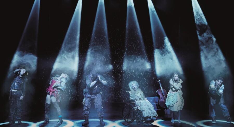 """""""Bleeding Love"""" var Fredericia Teaters store sommersatsning. Teatret sælger flere end 100.000 billetter om året, en får relativt lidt i støtte. Foto: Søren Malmose"""
