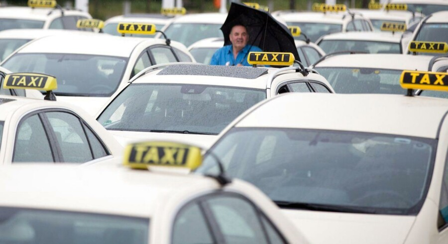 Også i Berlin protesterer taxachaufførerne mod Uber.