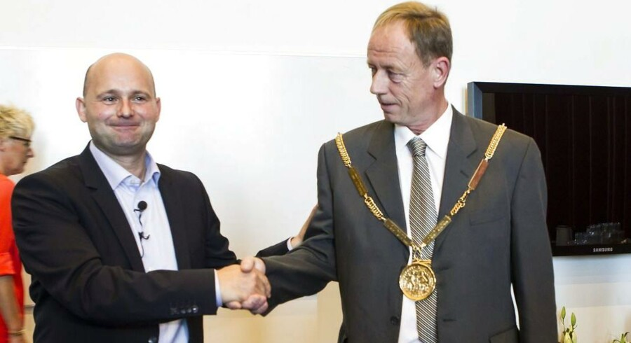 Søren Pape Poulsen siger farvel ved byrådsmødet og goddag til den nye borgmester, Torsten Nielsen.