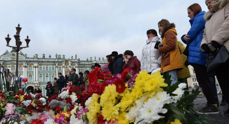 Katastrofen i Sinai er den værste enkeltstående luftfartsulykke i Ruslands historie. Her en mindehøjtidelighed i Sankt Petersborg.