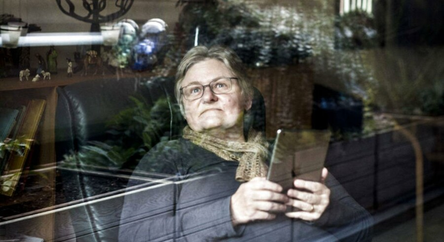 Inge Rode fik i 2002 brændende smerter i arme, skuldre, ryg og ben. Det viste sig, at hun havde to diskusprolapser, og PFA begyndte at udbetale sygeforsikring. Foto: Asger Ladefoged.