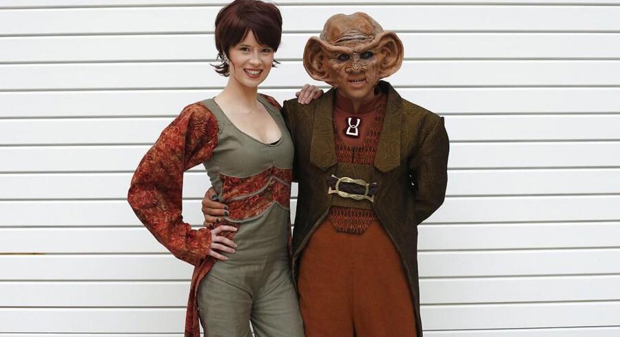 Silvana Günther (til venstre) og Boris Murru, begge fra Berlin, deltog også i fuldt ornat, da Star Trek-fans samledes i London. Foto: Suzanne Plunkett, Reuters/Scanpix
