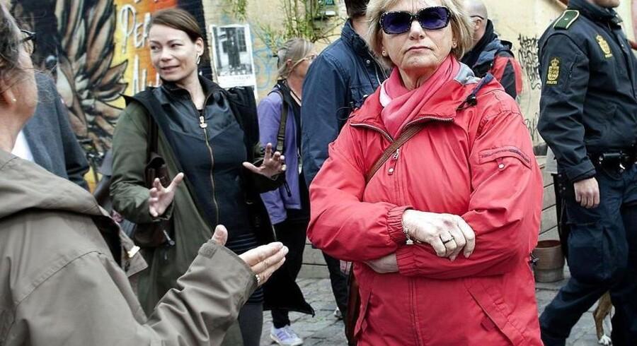 Først blev besøget på Christiania aflyst med en såkaldt nødløgn som begrundelse. I juni 2012 kom Pia Kjærsgaard (DF) og resten af Folketingets retsudvalg alligevel på visit i den selvudnævnte fristad, hvor rocker- og narkokriminalitet også har hjemme.