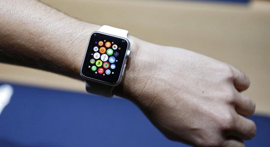 Apples kommende ur, som ventes solgt i butikkerne i løbet af 2015, er i søgelyset, fordi en af dets funktioner er at indsamle sundhedsoplysninger om bæreren - og de skal beskyttes, så ingen andre har eller får adgang til dem, siger konkurrencemyndighederne i USA. Arkivfoto: Monica Davey, EPA/Scanpix