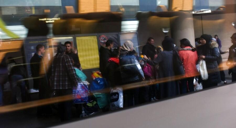 Mange flygtninge var torsdag formiddag samlet på Kastrup Station for at tage toget videre til Sverige.