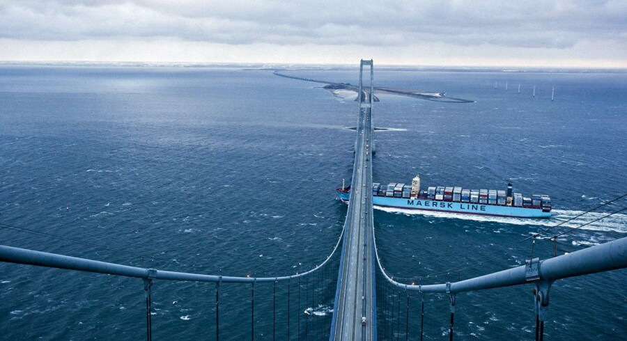 A.P. Møller - Mærsk har masser af penge, og ledelsen er klar til at bruge dem på opkøb. Det mest oplagte er en stor handel i oliemarkedet, men senest har det Singapore-baserede containerrederi Neptune Orient Line (NOL) sagt, at det danske selskab er med i kampen om at købe rederiet.