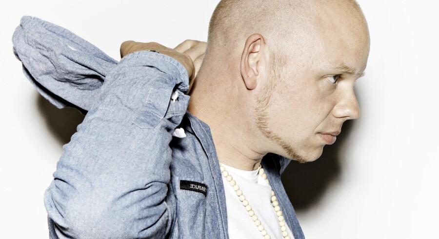 Per Vers er i øjenhøjde på sit nye album, »Tæt«, aldrig belærende eller fordømmende. Han føler med os, for han er selv sådan.