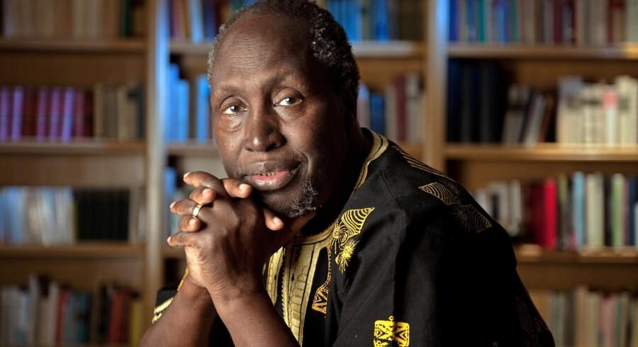 Den 80-årige kenyanske forfatter Ngũgĩ wa Thiong'o skriver i sin erindringsbog blandt andet kritisk om Karen Blixen og »Den afrikanske farm«.