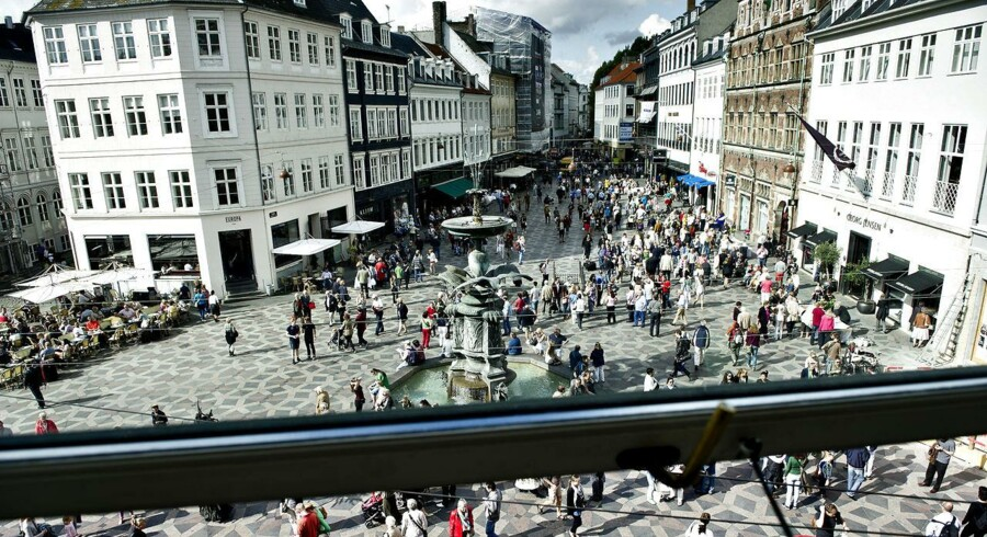 Se Ritzau: Det bliver ikke meget dyrere at være dansker. ARKIVFOTO: Mainstreet Strøget in Copenhagen. (Foto: Torkil Adsersen/Scanpix 2012)