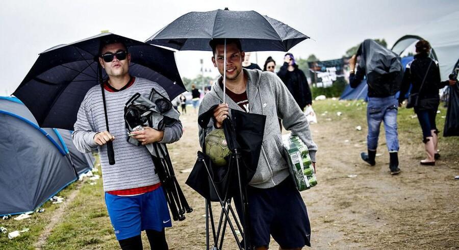 Arkivfoto: Der bør efterhånden have samlet sig nogle store vandpytter rundt omkring på festivalen, vurderer vagtchef hos DMI Jesper Eriksen, på baggrund af de mængder nedbør, der er kommet onsdag formiddag.
