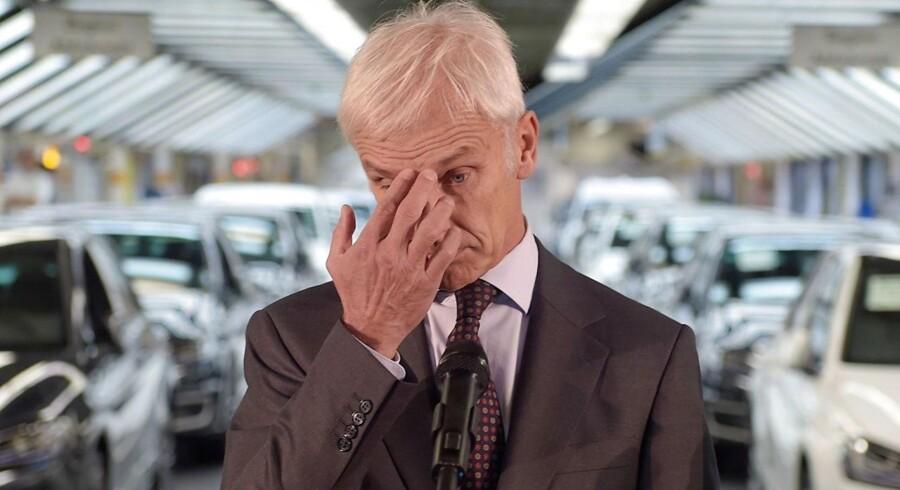 Matthias Mueller menes at være indstillet på at skære 30 procent af de bonusser, ledelsen i Volkswagen skal have, skriver flere tyske medier.