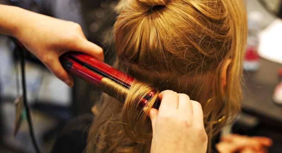 En rundspørge, som Berlingske Research står bag, viser, at 84 procent af 340 adspurgte frisører har forskellige priser alt efter, om der er tale om en kvinde eller mand, der skal have studset hårtotterne.