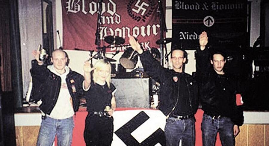 Danske nynazister har afholdt flere store, hemmelige fester med deltagelse fra både Tyskland, Sverige og andre lande, hvor musikken har spillet en central rolle. Til denne fest i et forsamlingshus på Fyn deltog blandt andre medlemmer fra Combat 18, en engelsk nynazistisk organisation, som er associeret med flere voldelige overfald og mord. Billedet her er fra 1999.